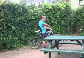Ivre, il tente de faire du vélo