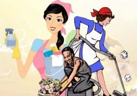 Des femmes de ménage nettoient une œuvre d'art